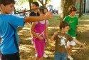 Recuperar os xogos tradicionais dos nosos pais, nais, avós, etc. e  tamén unha actividade que a Asociación Cultural Mestre Manuel Gacio  ten moi prsente . Organizou no pasado mes  de agosto, unha xornada de xogos tradicionais. A cita tivo lugar no campo da feira de Lestedo.